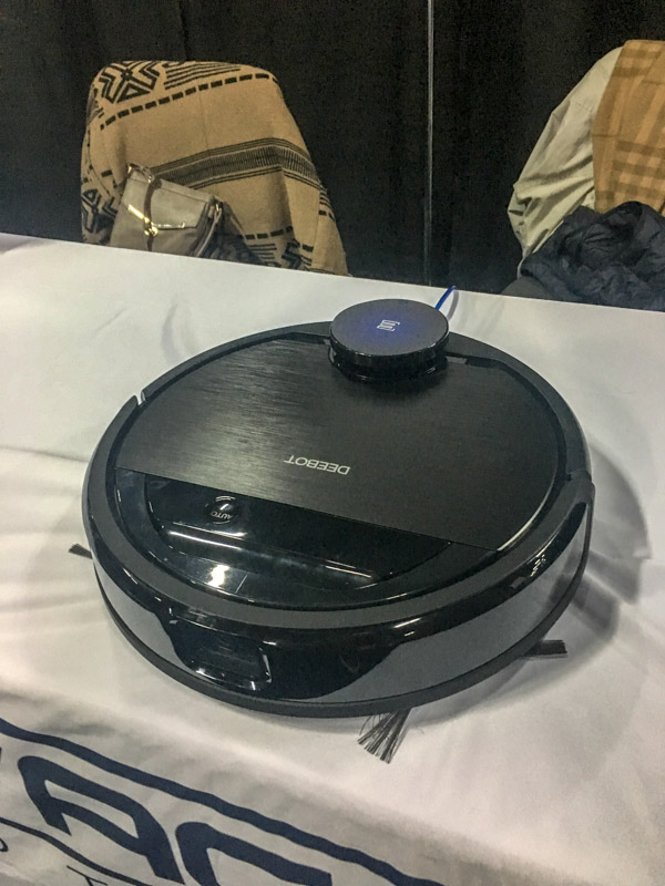 "Ecovac's Deebot Ozmo 960 Claims It's The First ""Truly"" AI-Powered Robovac"