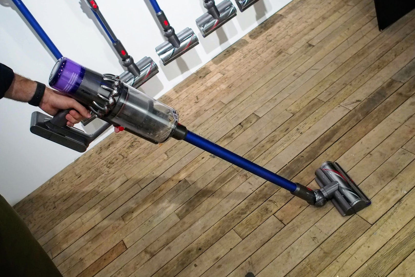 Dyson gets personal with new vacuum, air purifier, lamp | Reviews com